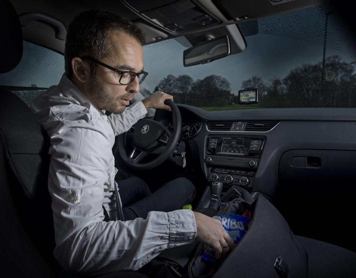 Rådet for Sikker Trafik peger på, at 70 procent af det, der tager opmærksomhed fra kørsel, er inde i bilen. Foto: Rådet for Sikker Trafik