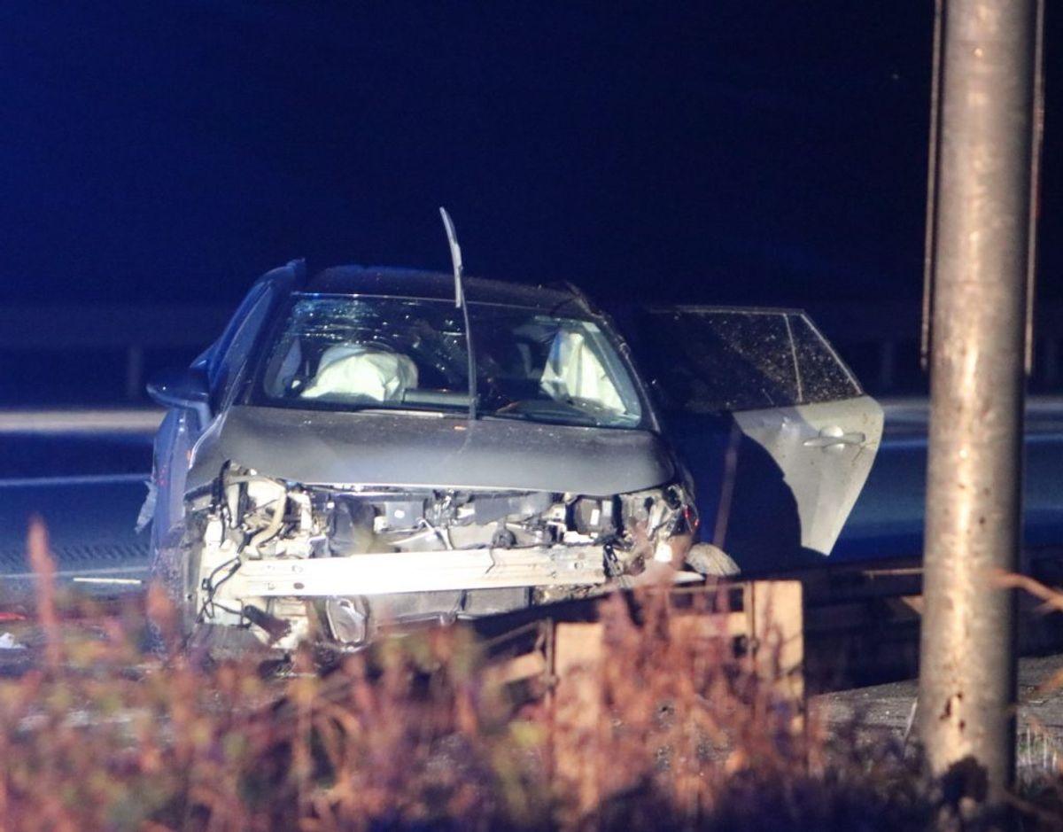 Ulykken skete sent søndag aften. Foto: Presse-fotos.dk. KLIK VIDERE OG SE FLERE BILLEDER FRA ULYKKEN