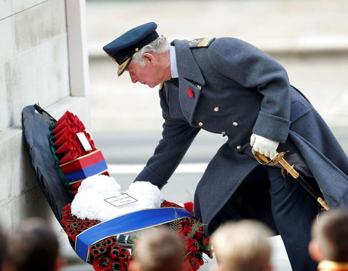 Prins Charles nedlægger en krans ved Remenbrance Sunday. Klik videre i galleriet for flere billeder. Foto: Scanpix/PETER NICHOLLS / POOL / AFP
