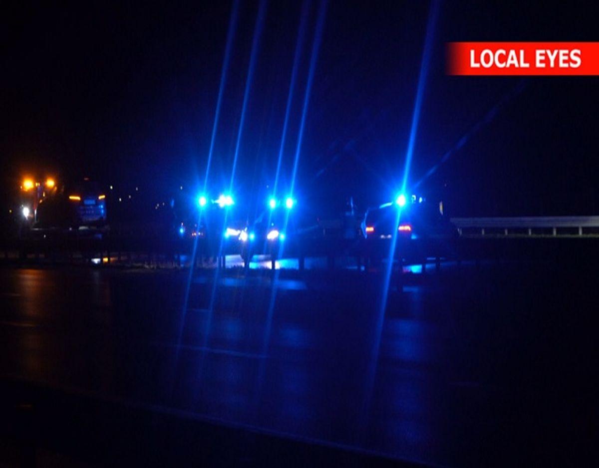 Fire personer blev onsdag aften anholdt i det vestlige Aarhus. De havde sammen med ti andre, der blev anholdt på E45 ved Vejle, frihedsberøvet to mænd. Foto: Local Eyes