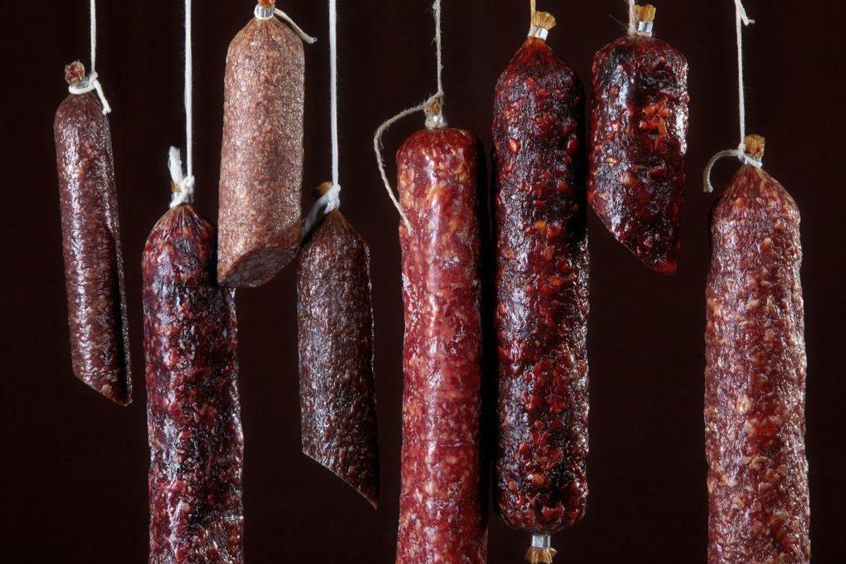 Forarbejdet kød – som for eksempel salami – skal i køleskabet. Kilde: Reader's Digest. Arkivfoto.