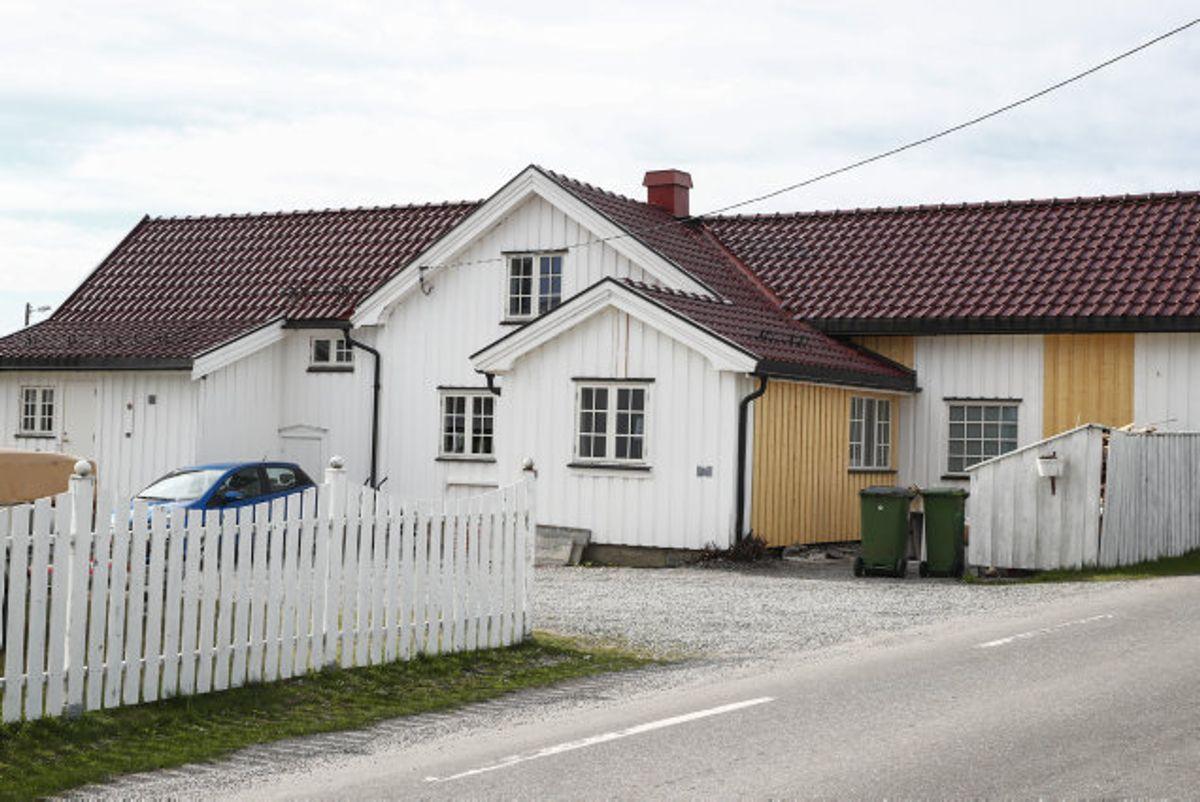 Den drabsmistænkte norske milliardær Tom Hagen havde mindst ti møder med den mand i 30-årsalderen, som for nylig blev sigtet i sagen om Anne-Elisabeth Hagens forsvinden.  I forbindelse med Tom Hagen-sagen har politiet ransaget dette hus i Råholt nord for Oslo. Foto: Terje Pedersen/Scanpix