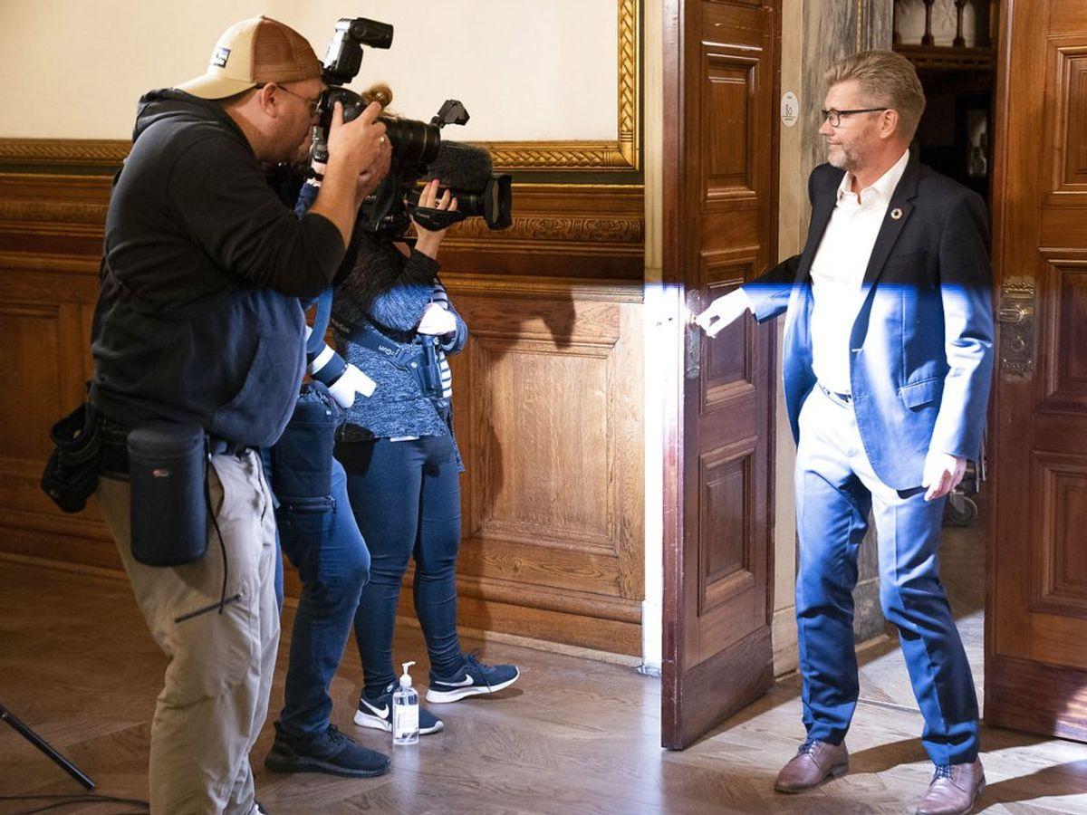 2017: En flok politikere mødtes til en øl efter et møde på Rådhuset i København, og her nussede Frank Jensen benet på kvinde, der i flere år har siddet i bystyret for et andet parti end Socialdemokratiet. Hun har fortalt sin historie til Jyllands-Posten, men har valgt at være anonym. Da hun rejste sig og gik på toilettet, fulgte Frank Jensen efter og ville med, hvilket han dog ikke kom. Den del af historien har Jyllands-Posten ikke kunne få bekræftet, da kun kvinden og Frank Jensen var til stede. (Foto: Claus Bech/Ritzau Scanpix)