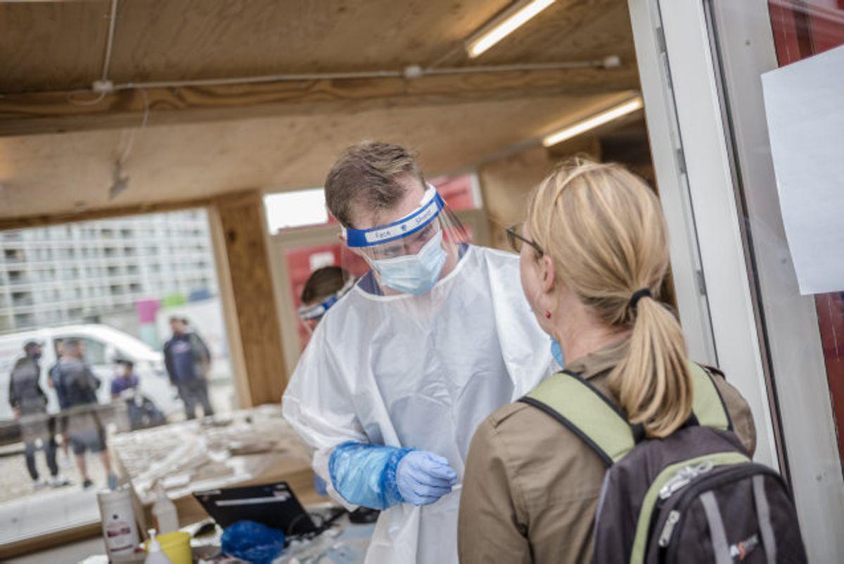 Det er på baggrund af en anbefaling fra Styrelsen for Patientsikkerhed, at man i Aarhus Kommune nu vil teste alle unge mellem 15 og 24 år. Det sker for at inddæmme smitte og lave smitteopsporing blandt de unge, som den seneste tid har været stigende. (Arkivfoto) Foto: Michael Drost-Hansen/Scanpix