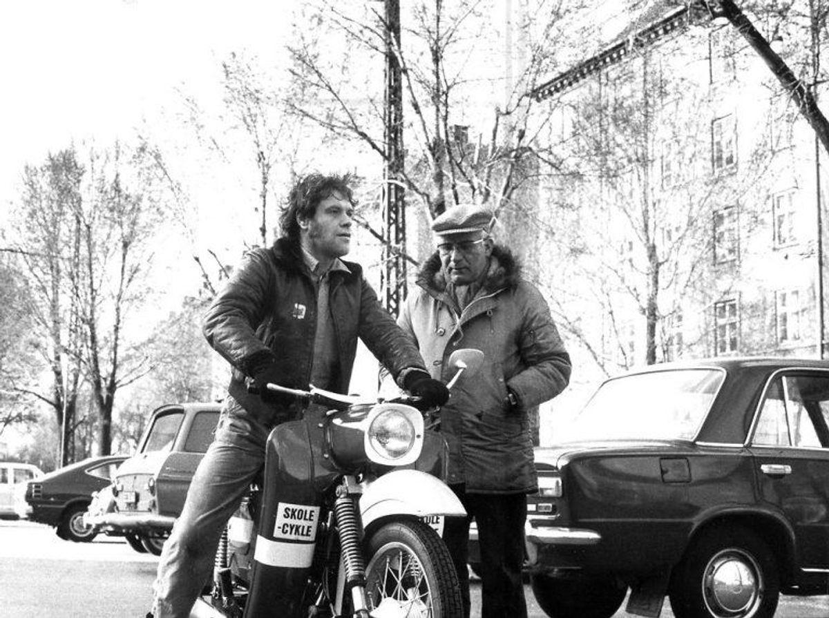 Kim Larsen fra tiden med Gasolin, her ved at lære og køre motorcykel.