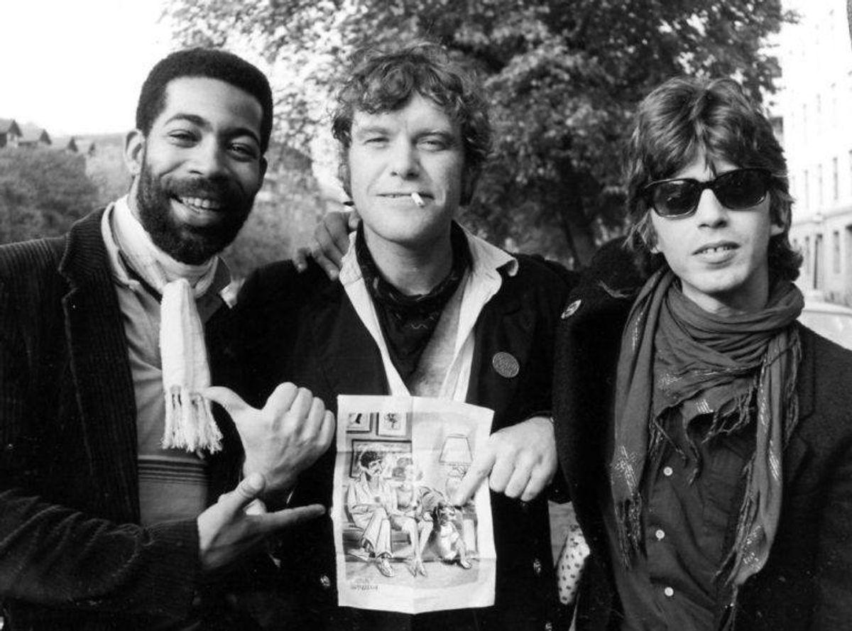 Kim Larsen, sanger sammen med Abe Speller, Joe Delia på Christianshavn i sommeren 1981.