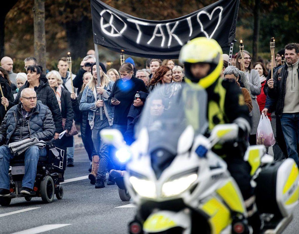 Et stort mindeoptog fyldte københavnske gader fredag. Så meget, at politiet måtte bede folk holde sig væk. Se flere billeder af det enorme optog her i galleriet. (Foto: Nils Meilvang/Ritzau Scanpix)