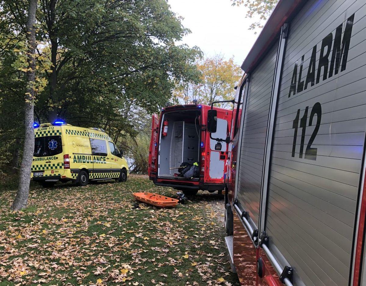 Redningsfolk har forsøgt genoplivning, og hun er kørt på hospitalet. Foto: Rasmus Skaftved