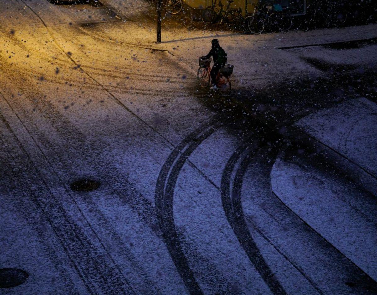 Kørselsmønster og klima er afgørende for, hvor ofte din bil skal rustbeskyttes. Kører du meget i salt, sne eller grus, vil du hyppigere have behov for rustbeskyttelse. Genrefoto. KLIK og læs mere om biler, vinter og sne.