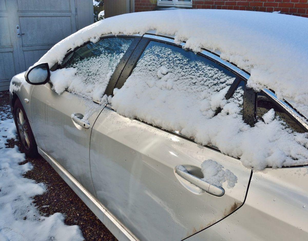 På våde vintre salter Vejdirektoratet meget, på tørre vintre salter de mindre. Genrefoto. KLIK og læs mere om biler, vinter og sne.