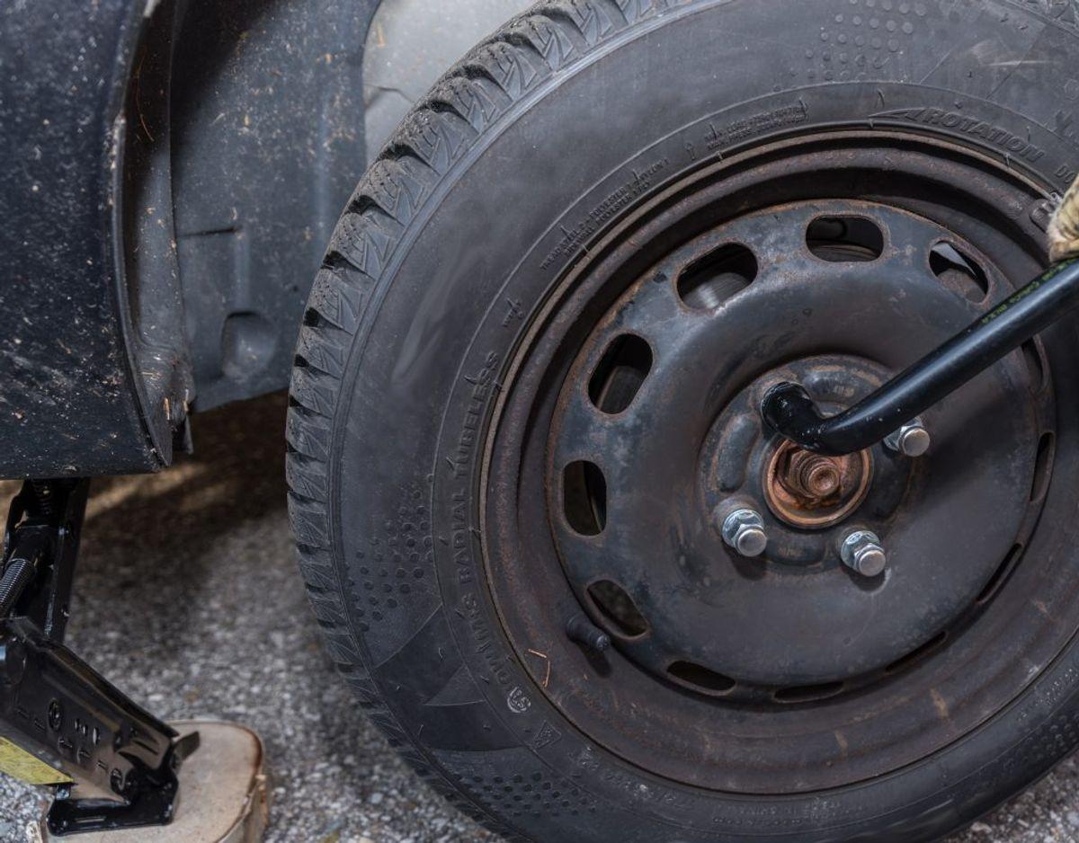 Læs også i bilens instruktionsbog, hvordan og hvor ofte du skal rust- og undervognsbehandle bilen. Genrefoto.