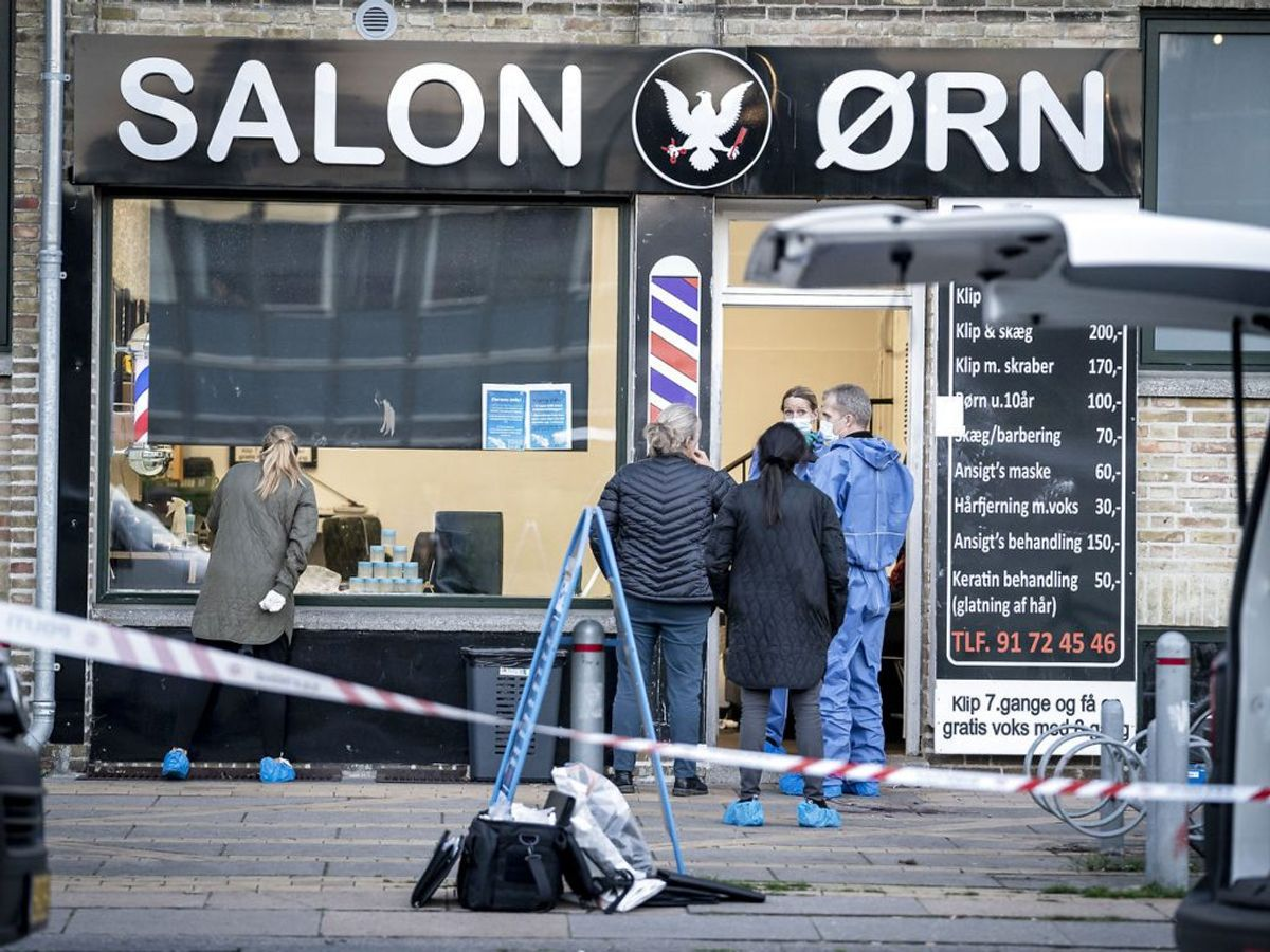Teknikere ved frisørsalonen. (Foto: Mads Claus Rasmussen/Ritzau Scanpix)