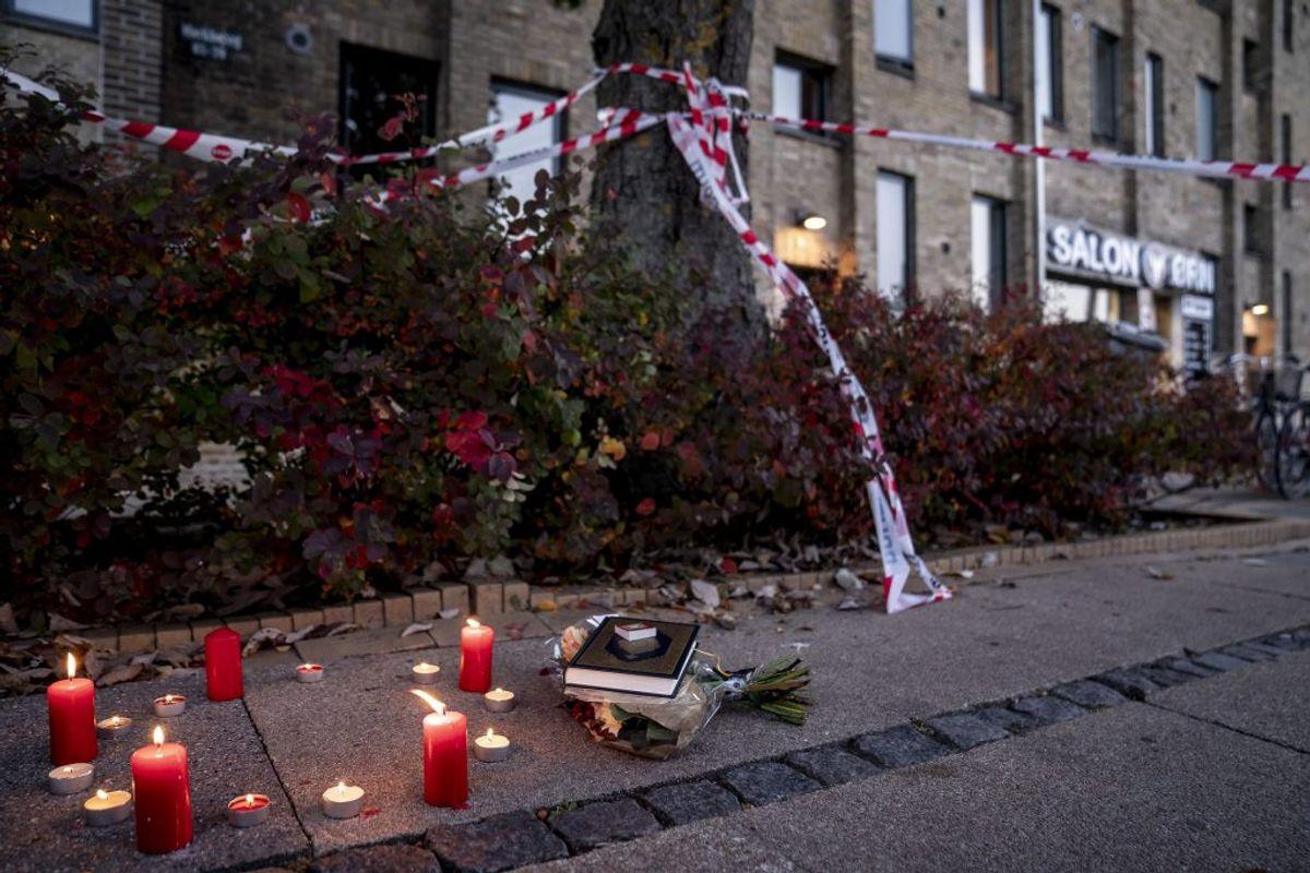 Lys ved gerningsstedet. Foto: Mads Claus Rasmussen/Scanpix