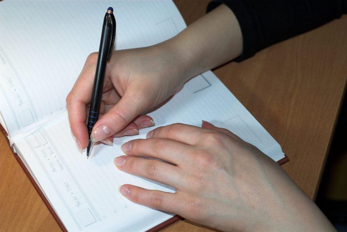I nogle overenskomster får man også et tillæg for særlige kvalifikationer eller en særlig funktion. Så undersøg, om du får de tillæg, du er berettiget til, siger Martin Møland Nielsen. I den forbindelse kan det være en god idé at føre dagbog over sin arbejdstid. Foto: Colourbox.