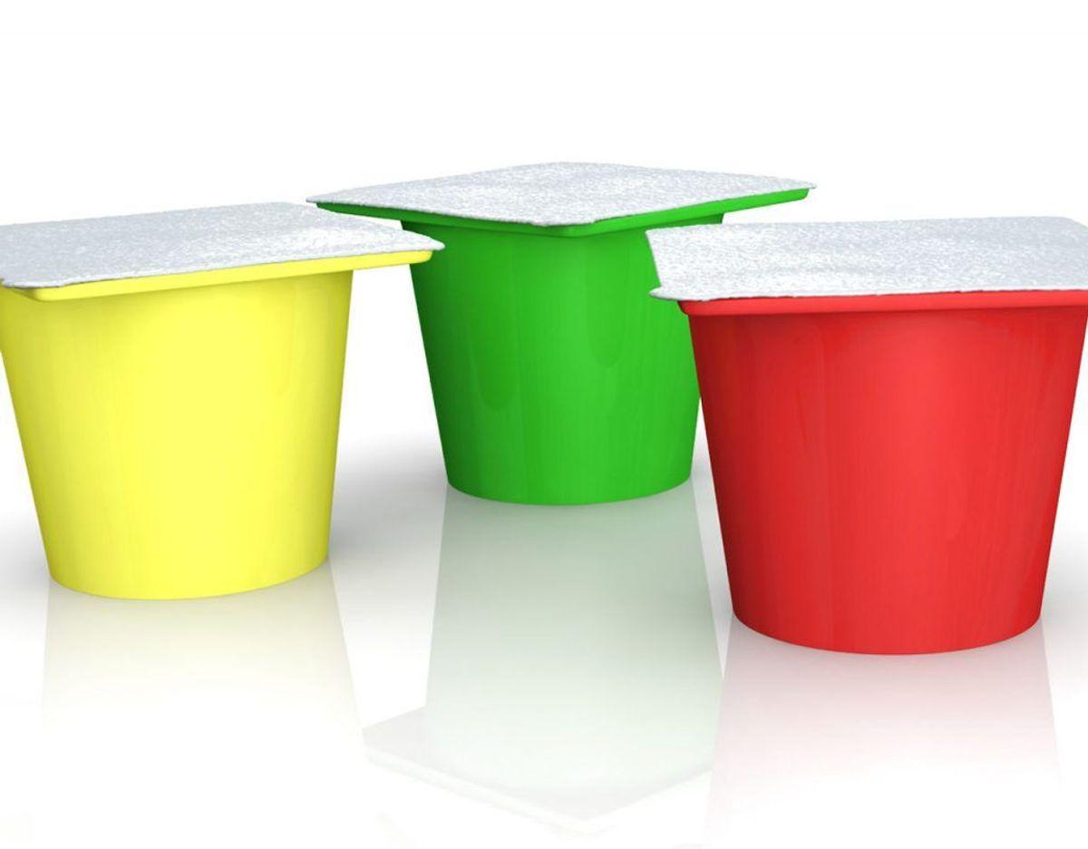 Yoghurtbægre og lignende ting må heller ikke puttes i mikrobølgeovnen. Foto: Scanpix