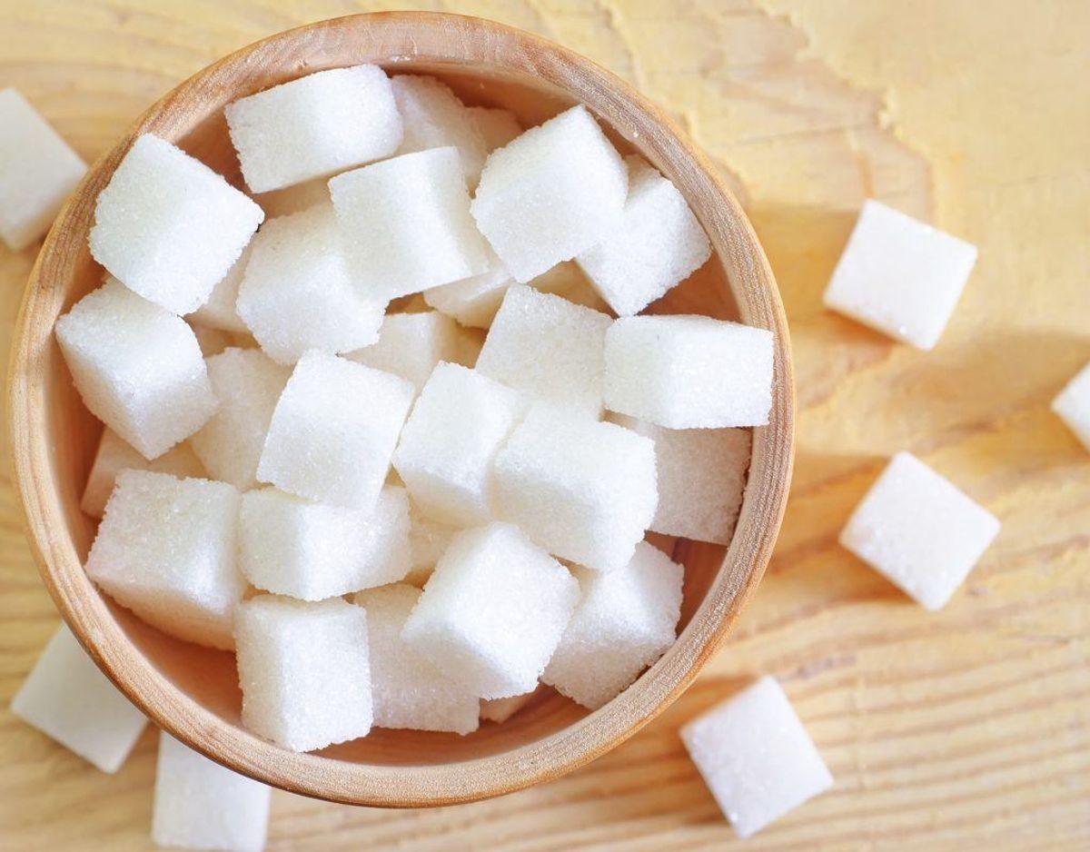 Sukkerholdige fødevarer: Kan medføre overvægt, tandproblemer og sukkersyge.