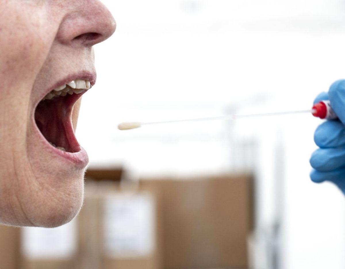 2) Hvis man har været tæt på nogle med covid–19–symptomer. (Foto: Niels Christian Vilmann/Ritzau Scanpix)