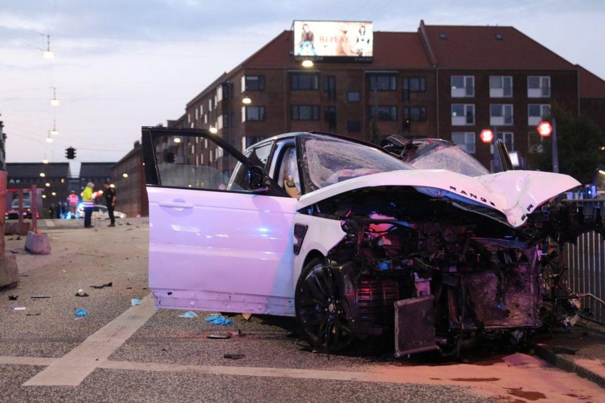 En person er i kritisk tilstand efter alvorlig ulykke. KLIK for flere billeder. Foto: Presse-fotos.dk.