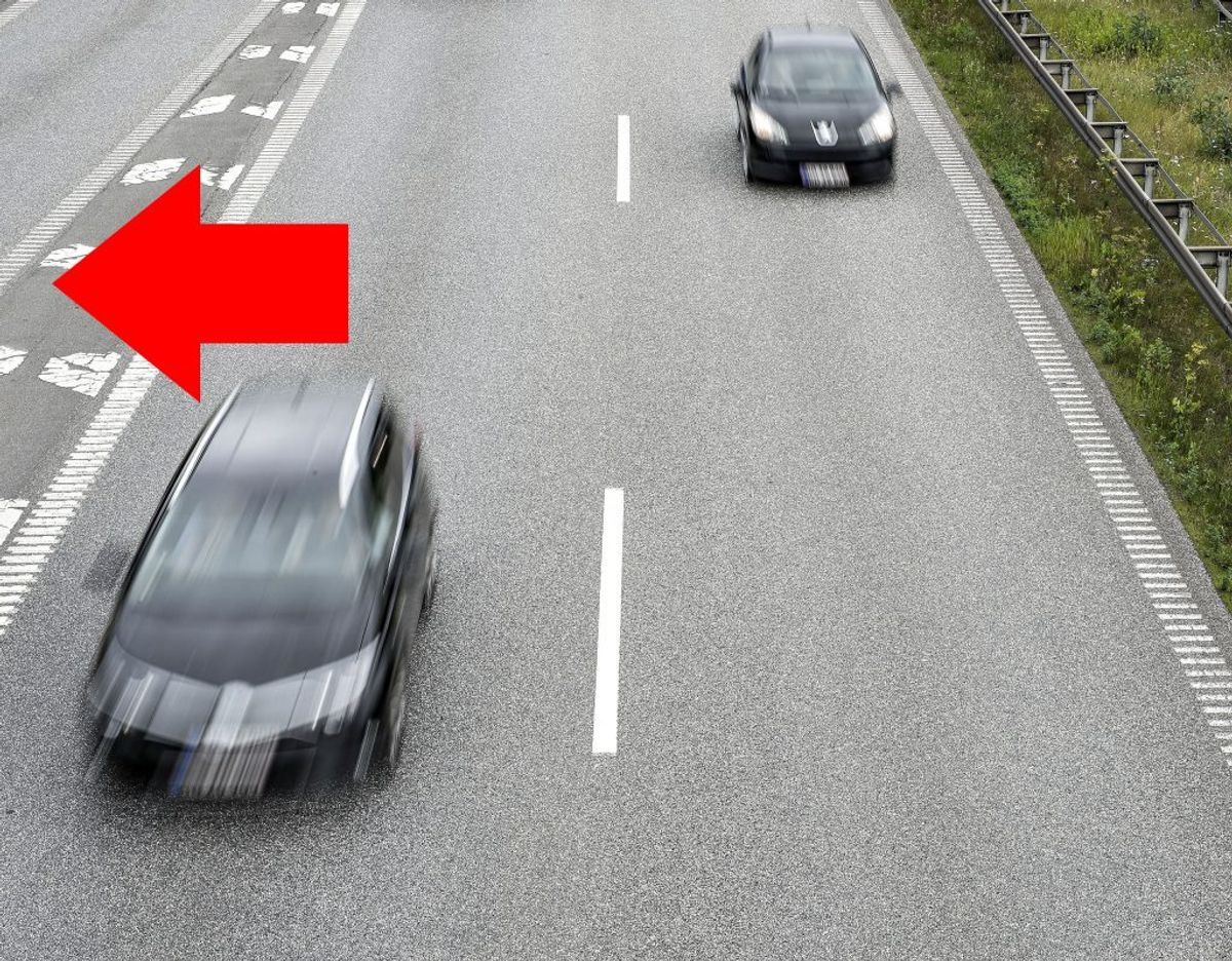 Kører du i højre vognbane skal du trække til højre og give plads i midten. Foto: Henning Bagger/Scanpix. /modelfoto. KLIK OG SE HVORDAN DU SKAL REAGERE HVIS DU KØRER I VENSTRE VOGNBANE.