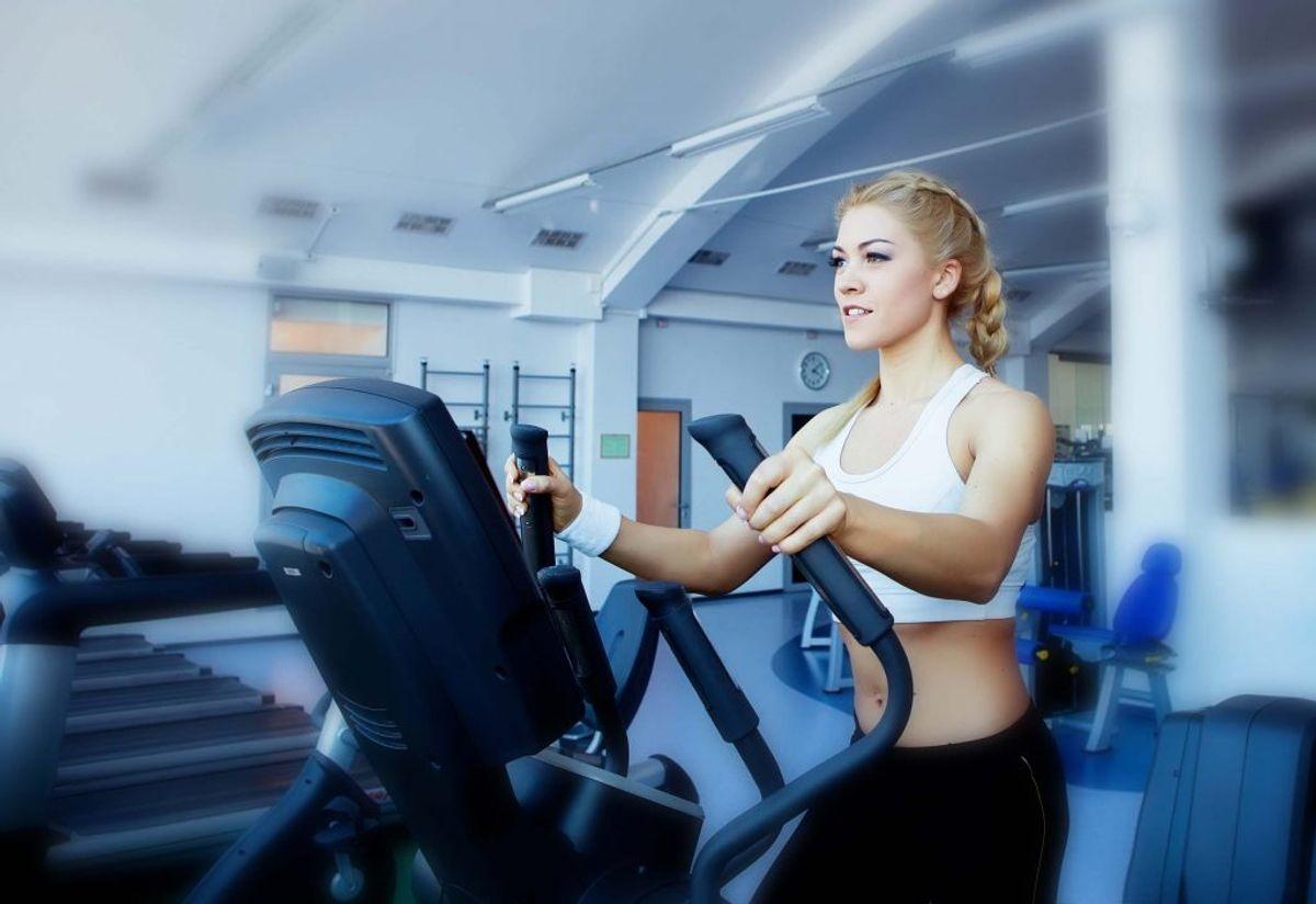 Motionsudstyr i fitnesscenteret. Kilde: The Healthy. Arkivfoto.