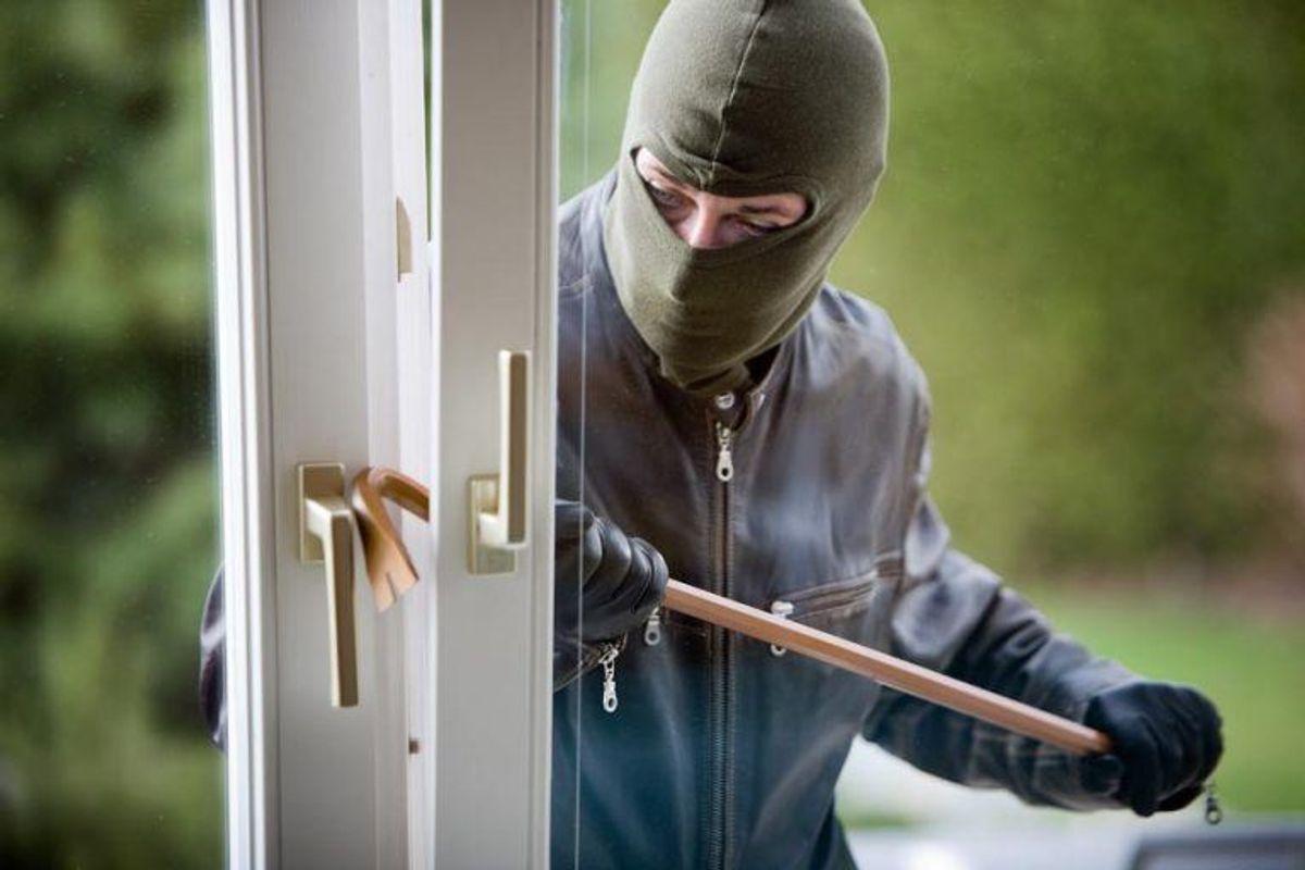 Ring 1-1-2, hvis du fx kommer hjem til et igangværende indbrud, eller hvis gerningsmanden flygter fra adressen i det, du ankommer. Kilde: Beredskabsstyrelsen. Arkivfoto.