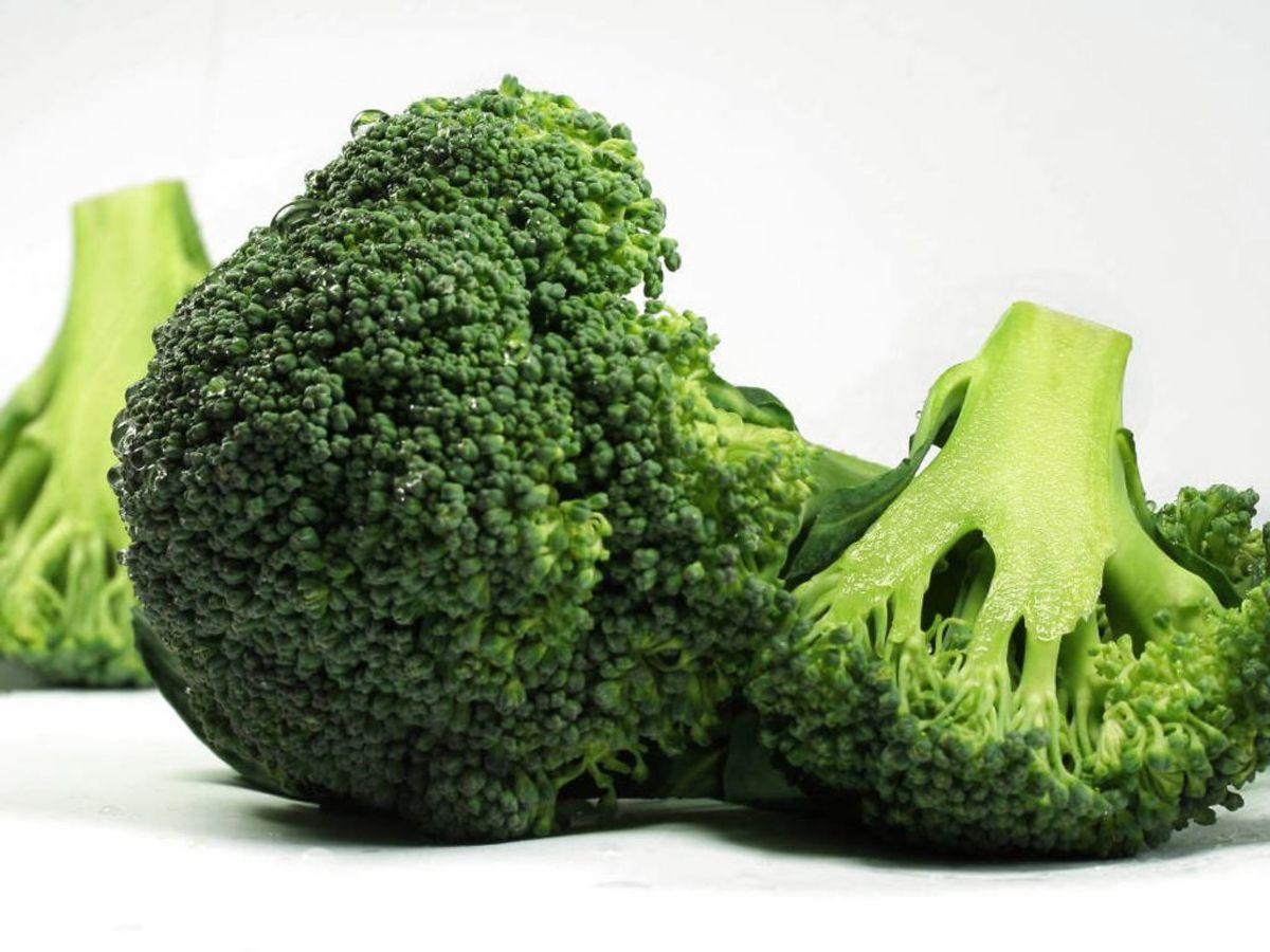 Det, der får broccoli til at lugte, er sulforaphane. Netop det modhjælper en overproduktion i tarmene, der hæmmer fordøjelsen. Foto: Ritzau Scanpix