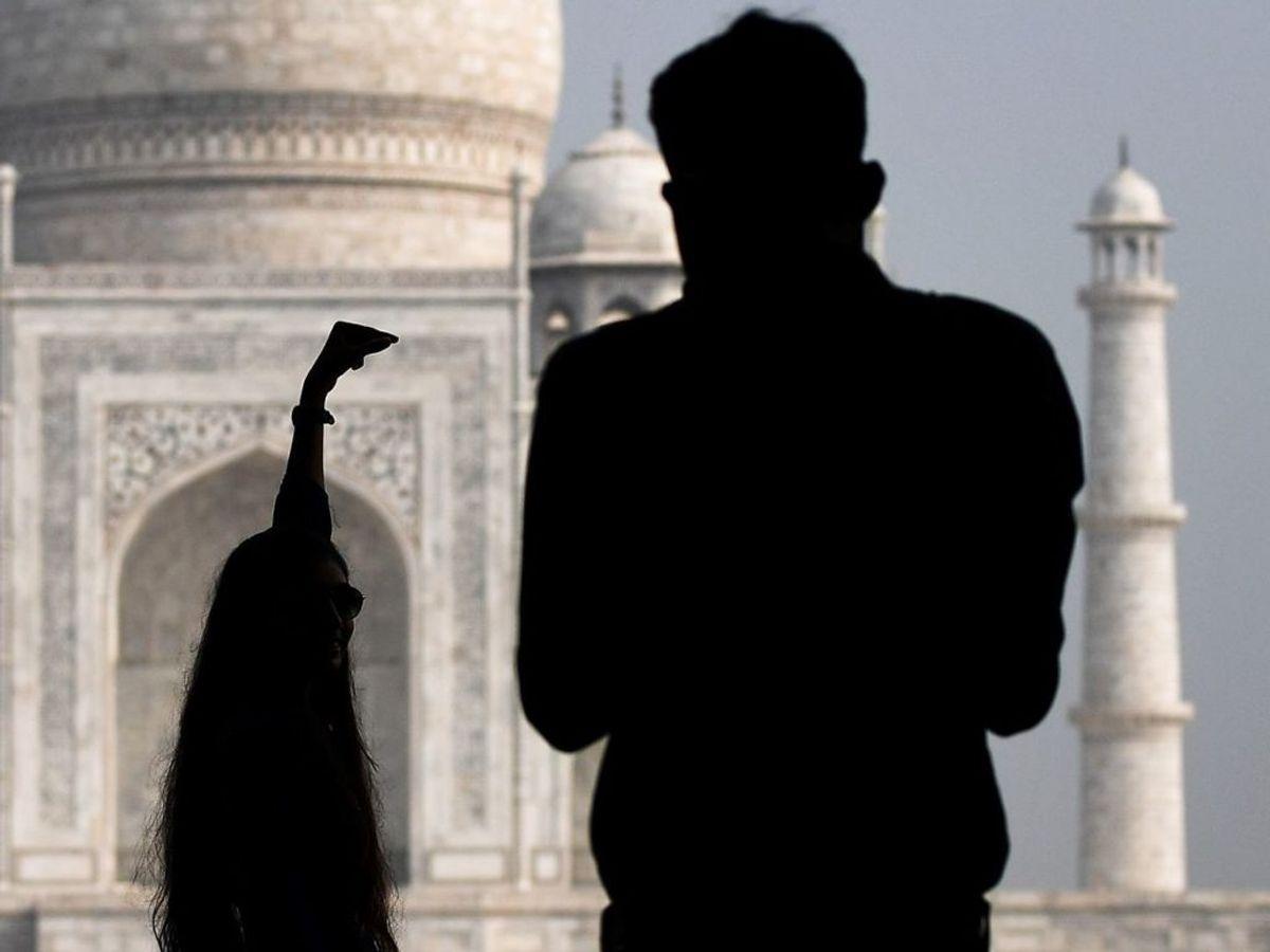Taj Mahal er igen åben for turister. KLIK for flere billeder. (Foto: Sajjad HUSSAIN/Scanpix).