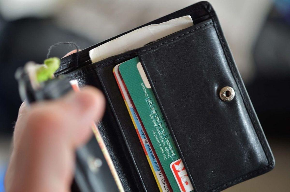 En bankkunde opdagede selv, der blev svindlet med hans dankort. Banken nægtede at dække tabet, men nu er Det finansielle ankenævn kommet med en helt anden konklusion. Foto: Colourbox.
