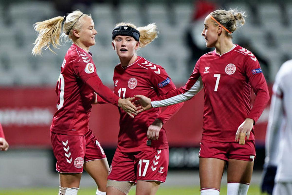 Pernille Harder og det danske kvindelandshold i fodbold var senest i aktion i en kamp om point 12. november i 2019, da Georgien blev slået 14-0. (Arkivfoto) Foto: Henning Bagger/Scanpix