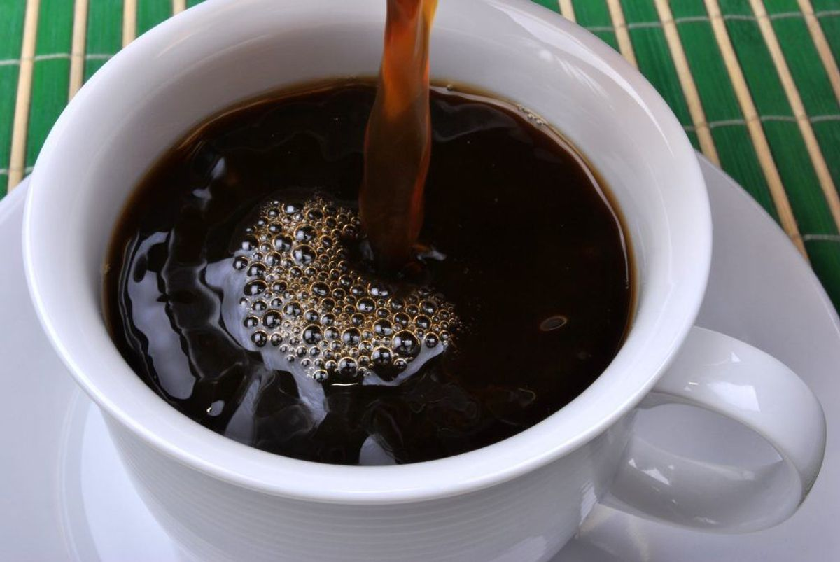 Er kaffekoppen fyldt med sorte rander og pletter, så brug bagepulver og opvaskemiddel i. Rengør som normalt. Foto: Colourbox.