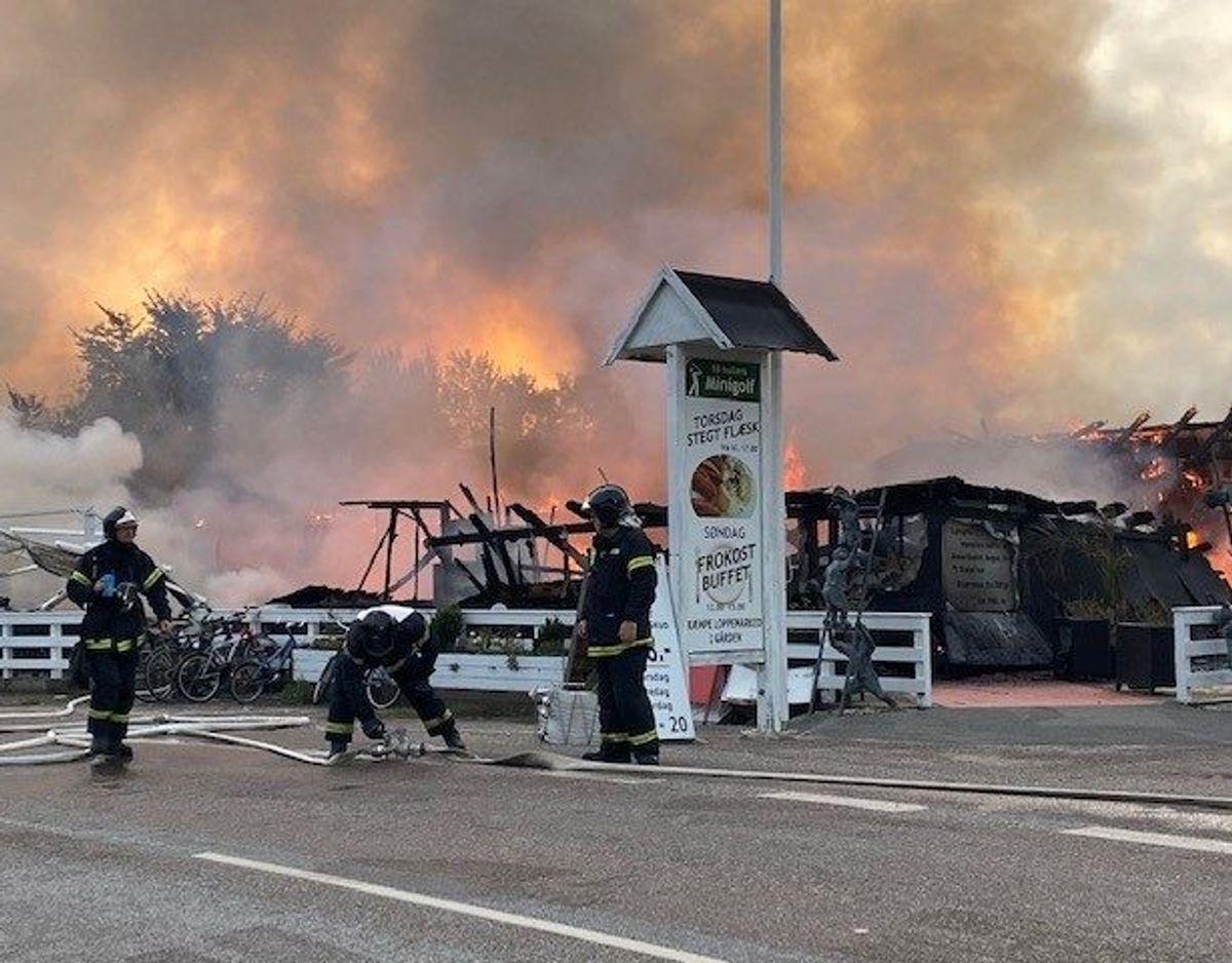 Flammerne stod mellem 10 og 15 meter op i luften. Foto: Presse-fotos.dk