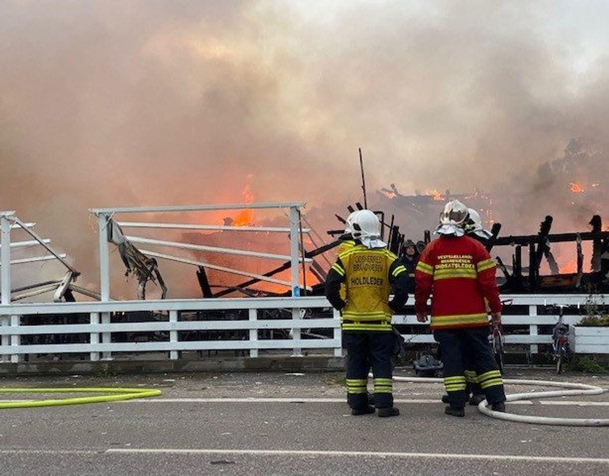 En restauration er brændt ned til grunden. Foto: Presse-fotos.dk