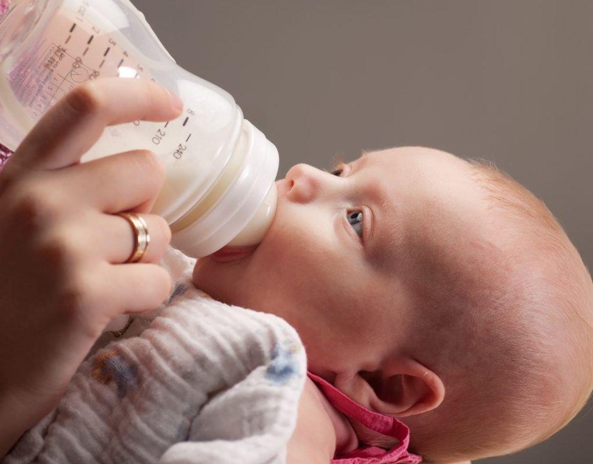 En nyfødt trænger til mad hver tredje time. Klik videre for flere billeder og oplysninger, Foto: Colourbox.