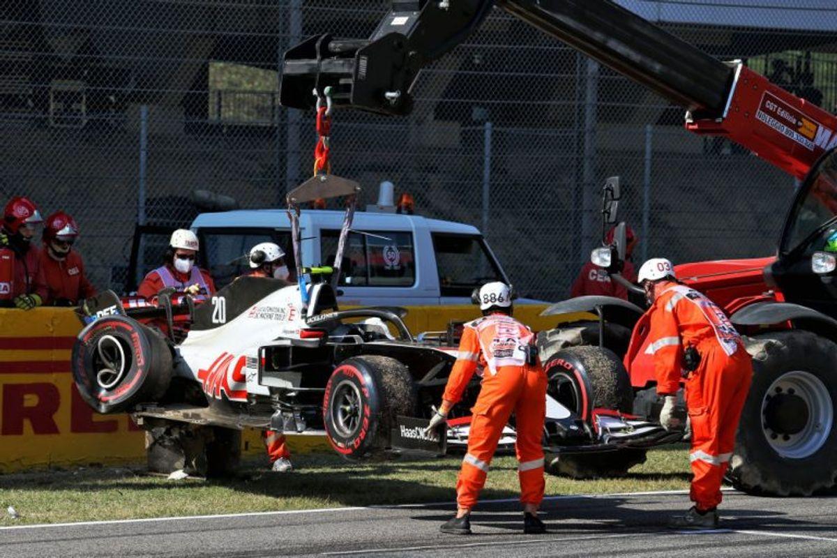 Kevin Magnussen (Haas) udgik for andet løb i træk i Formel 1, da danskeren blev påkørt på syvende omgang i grandprixet i Toscana og måtte se sin racer tage alvorligt skade. Danskeren blev set hoppe ud af sin racer uden at se ud til at have lidt alvorlig fysisk skade. – Foto: James Moy/Ritzau Scanpix