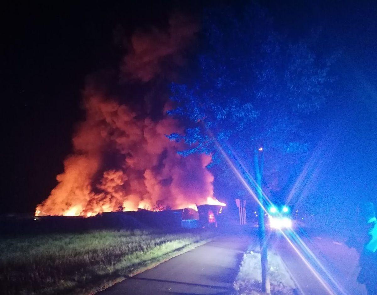 Politiet har nu fundet ud af, at industribranden i Ikast var påsat. Foto: Øxenholt Foto