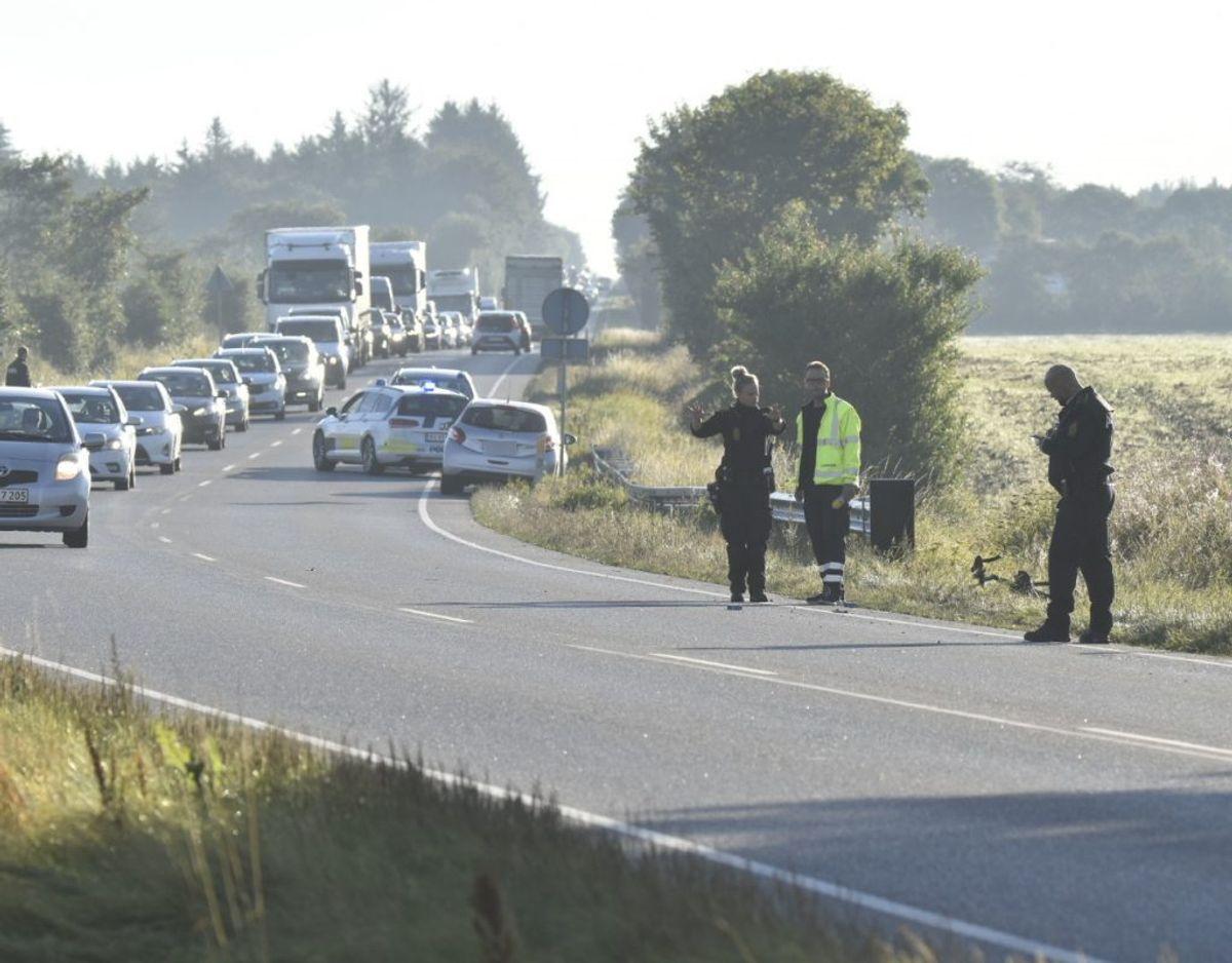 Trafikken dirigeres af politiet. Foto: Presse-fotos.dk