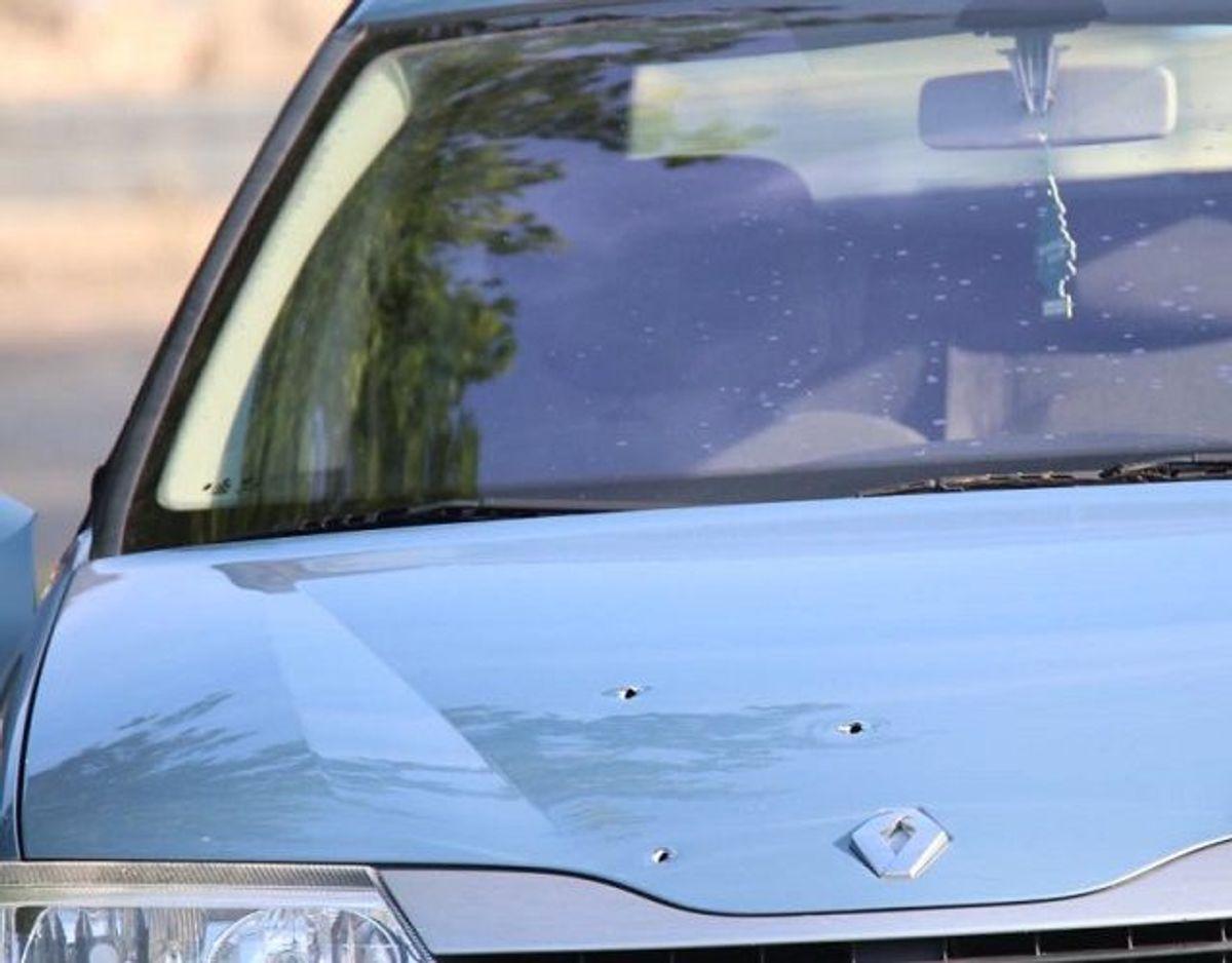 Sådan så bilen ud efter at være ramt af skud. Foto: Presse-fotos.dk.