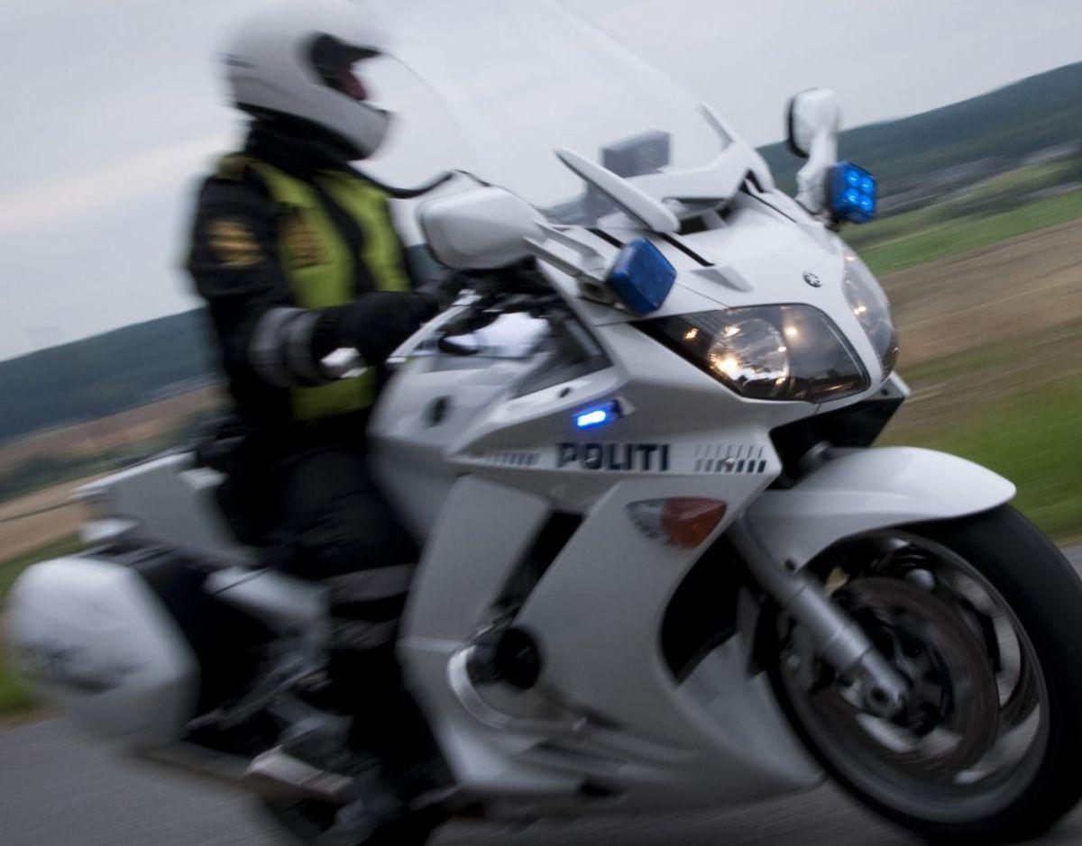 En motorcykelbetjent stoppede tirsdag en bilist med 101 kilometer i timen. I en byzone. Arkivfoto: Colourbox.