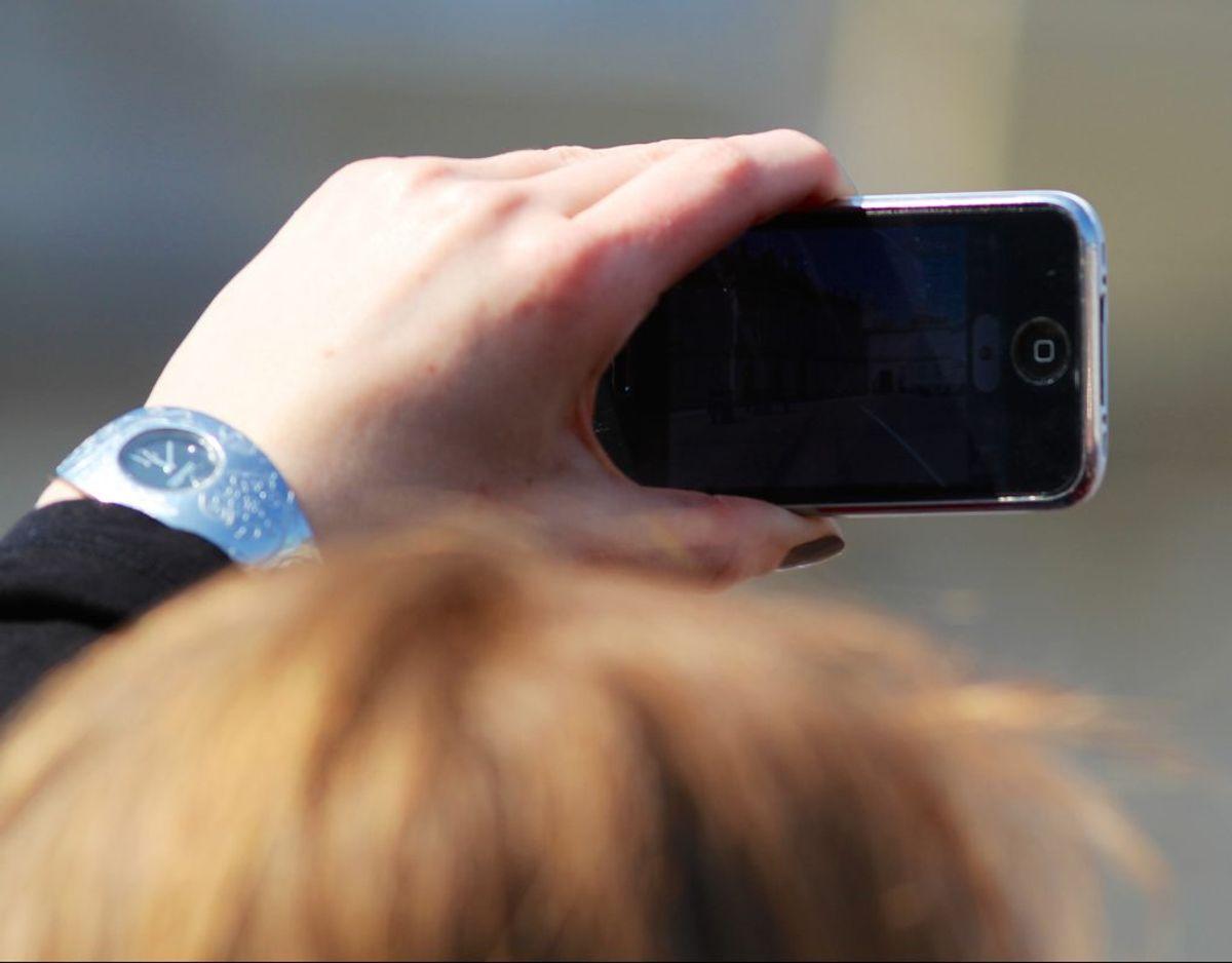 Vidner var hurtige – og tog et billede af en stiv flugtbilists nummerplade. Foto: Colourbox.