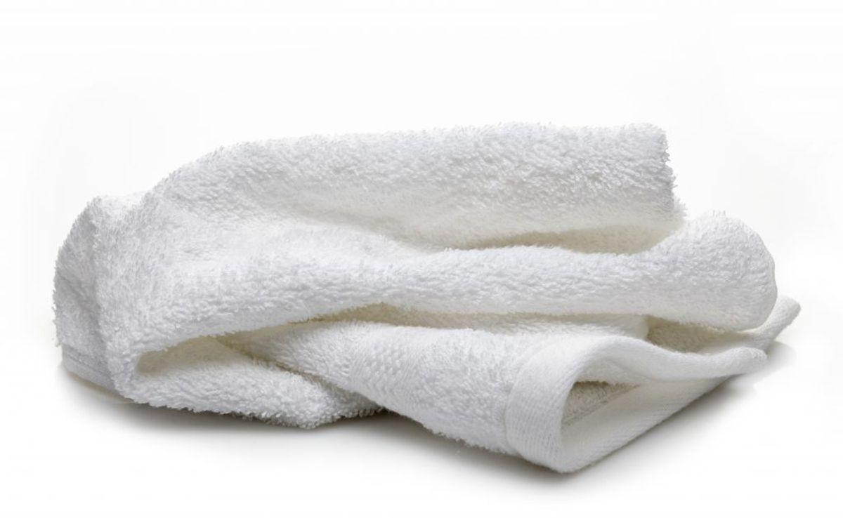 Tør hænderne godt – og husk at vaske håndklæderne ved mindst 60 grader. Ofte.