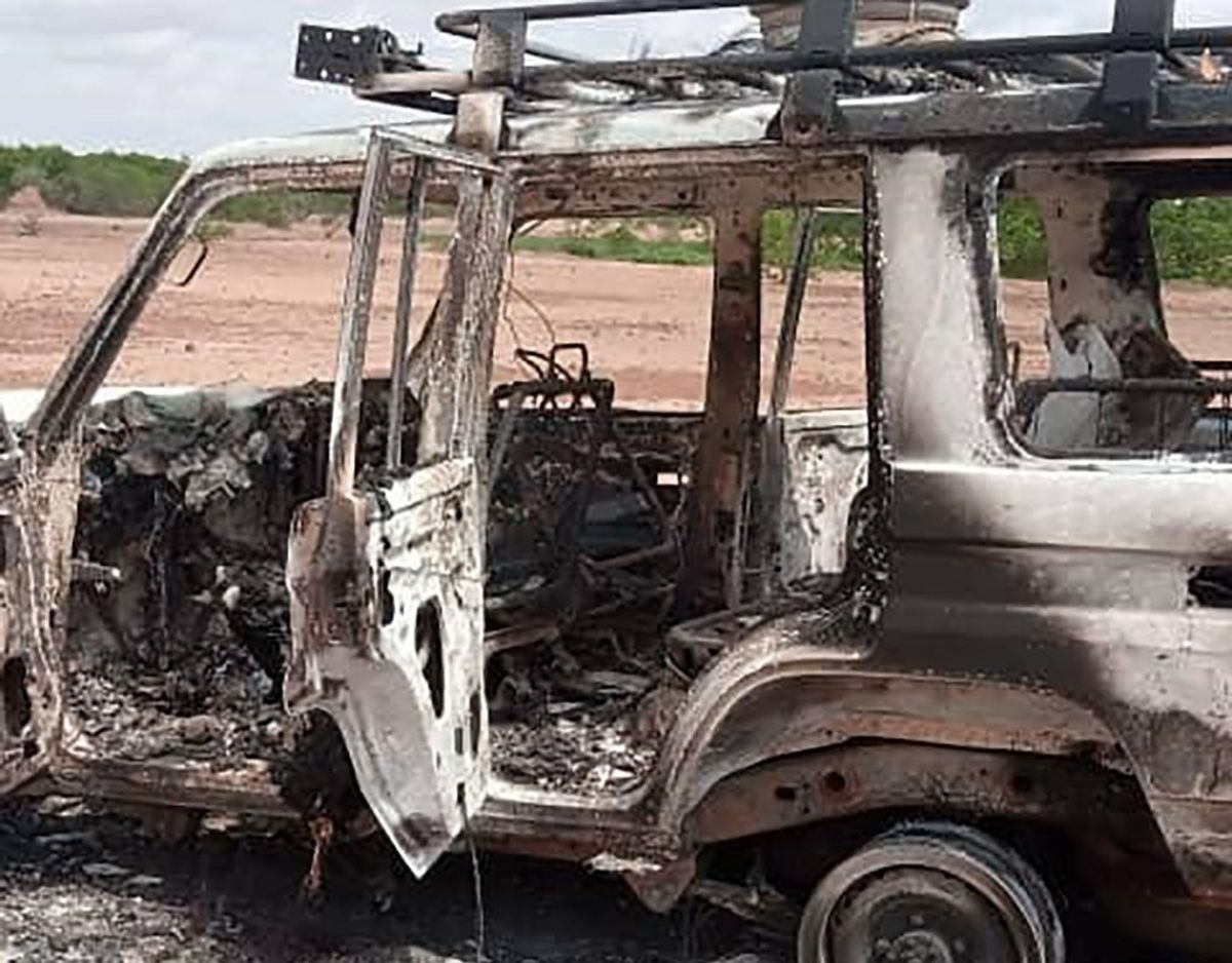 Ligene blev fundet ved denne bil. Foto: Scanpix/AFP