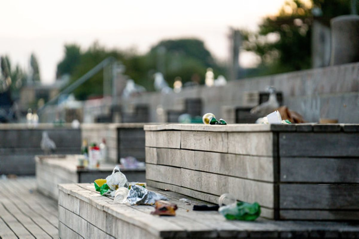 De seneste måneder har mange beboere på Islands Brygge klaget over støj og skrald. I alt havde Københavns politi 149 støjanmeldelser natten til søndag. Foto: Emil Helms/Scanpix