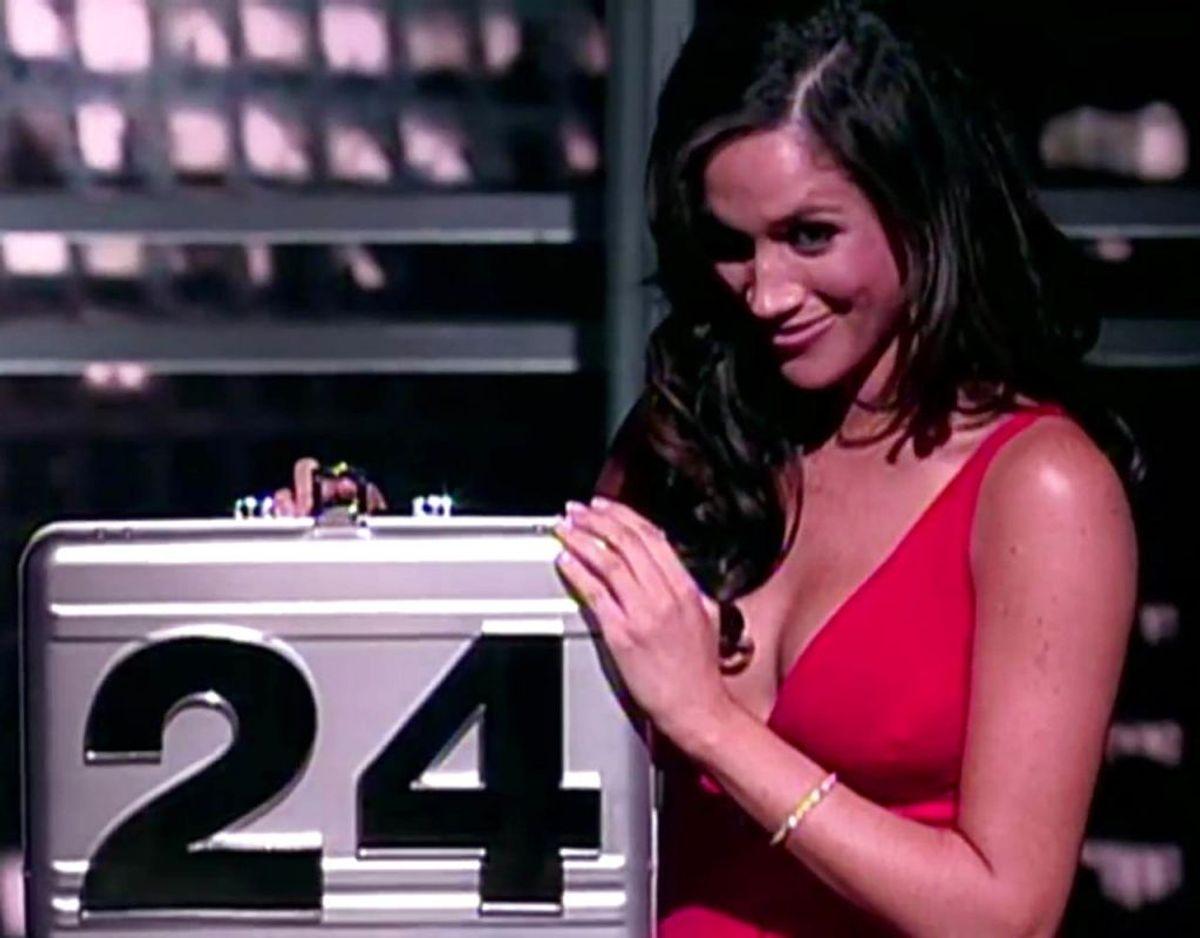 Meghan i rollen som 'kuffert-skønhed' i den amerikanske udgave af 'Deal or no deal'. Det var unægteligt med en anden dresscode, end den, vi kender hende for i dag. Klik videre i galleriet for flere billeder. Foto: Scanpix/PLANET PHOTOS