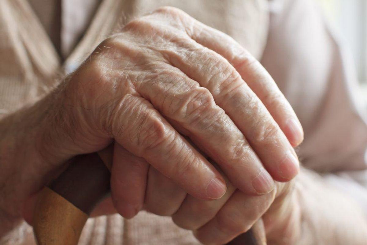 Personer over 65 skal passe særligt godt på i varmen. KLIK og se andre, der er i fare.