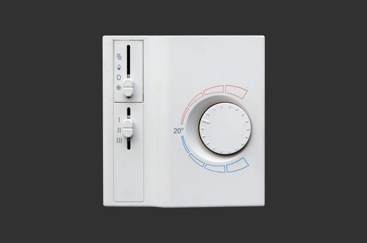 Det kan være en ide at trække indenfor. Gerne, hvor der er aircondition. Foto: Colourbox.