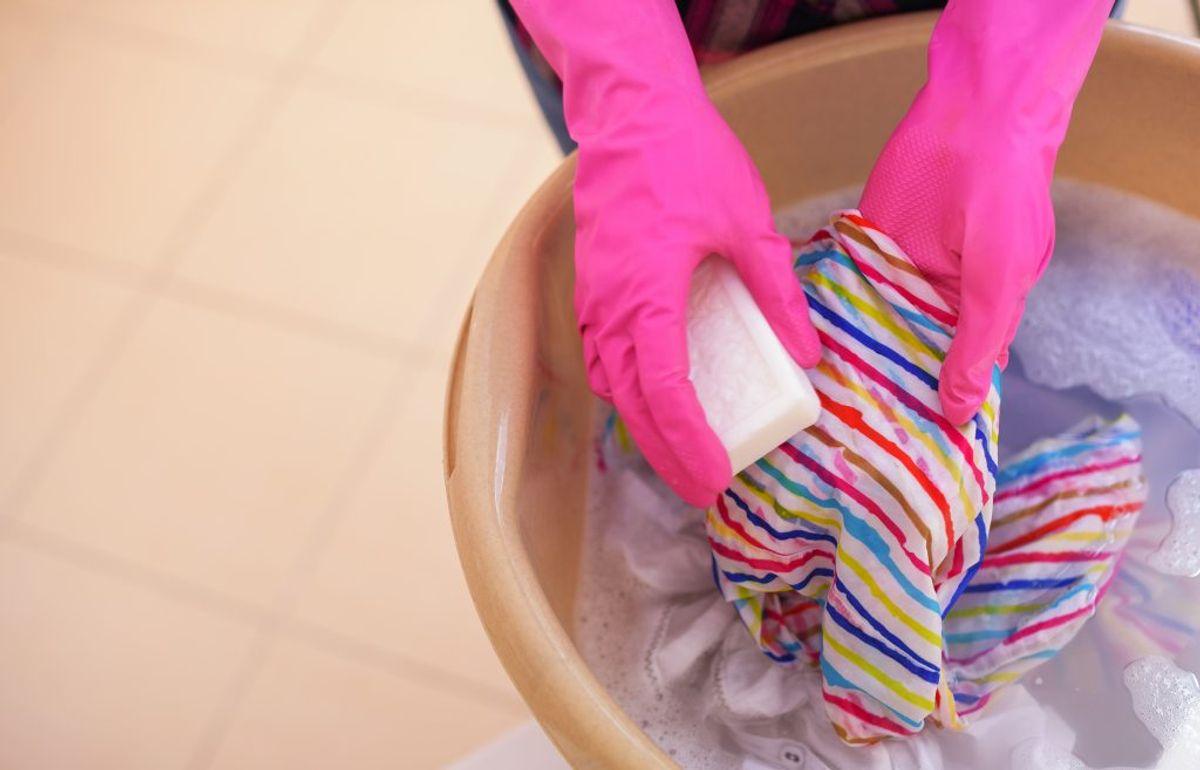 Dine køkkenhåndklæder behøver du ikke være overdrevent hys med at vaske. Du kan fint vente indtil de begynder at lugte en lille smule. Kilde: Reader's Digest. Arkivfoto.