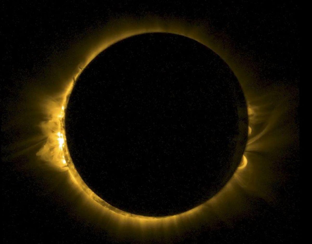 Corona som vi kender det – omkranser solen. Solens corona kan i øvrigt kun ses i solformørkelse. Foto: Scanpix