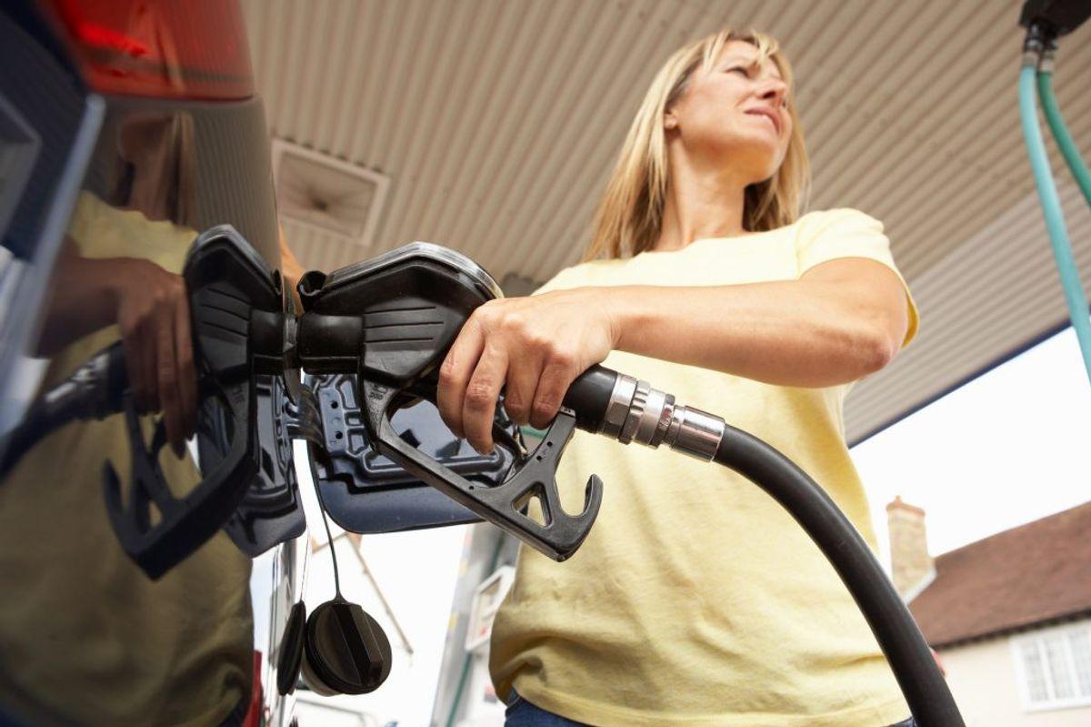 Der er tusindvis af kroner at spare, hvis du tænker dig lidt om, når du kører bil. KLIK VIDERE OG SE DE GODE RÅD – og få råd til mere. Foto: Colourbox.