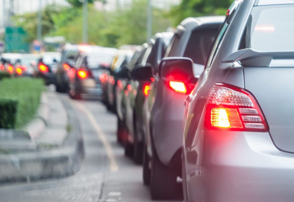 Hold afstand.Så følger du trafikken glidende. Foto: Colourbox.