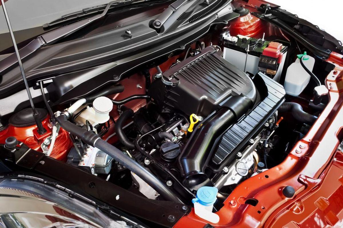 En kold motor bruger mere brændstof end en varm. En motorvarmer gavner både miljø, komfort og bilens levetid. Foto: Colourbox.